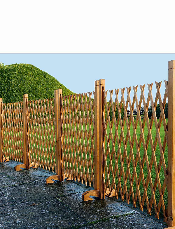 Expanding Wooden Fence - Mahogany
